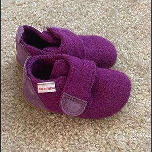 Giesswein baby girls size 21 purple shoes, Austria